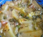 Картофи със зеленчуци и сметана на фурна
