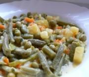 Картофена яхния с къри и зеленчуци